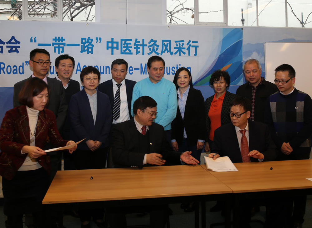 The signing ceremony of WFAS and Shenzhou University on the document of